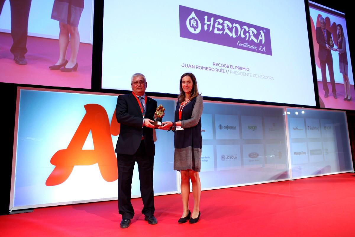 Don Juan Romero recogió el Premio Andalucía Management 2016 otorgado a Herogra en la categoría de EmpresaFamiliar